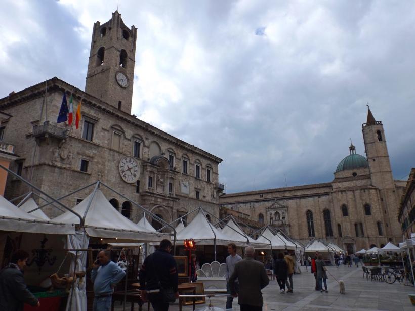Weekend market in Piazza del Popolo, Ascoli