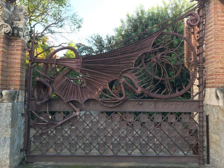 Dragon gate at Güell Pavilions